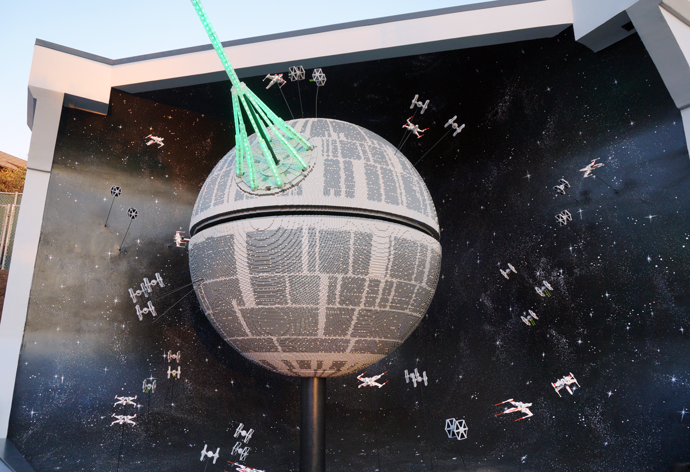 star wars lego death star unveiled at legoland california. Black Bedroom Furniture Sets. Home Design Ideas